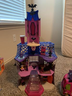 Vampirina house and camper for Sale in Spring, TX