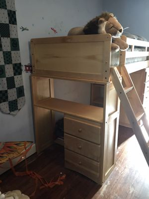 Bunk bed w Desk & Drawers for Sale in Fresno, CA