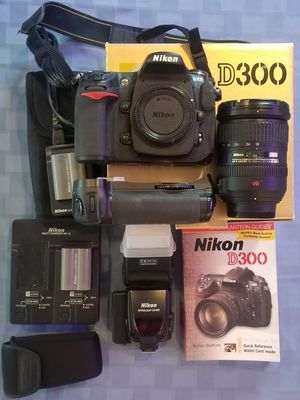 Nikon D300 w/18-200 lens, battery grip, dual-charger, flash, & more! for Sale in Seattle, WA