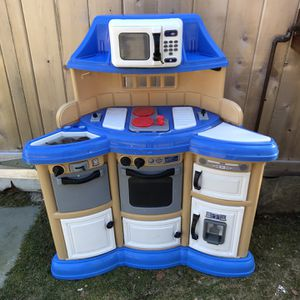 Free Kids Kitchen for Sale in Southold, NY