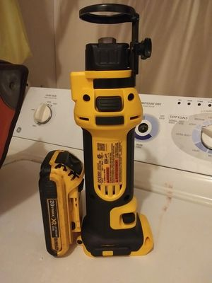 Dewalt cut out tool amd battery for Sale in Fayetteville, NC