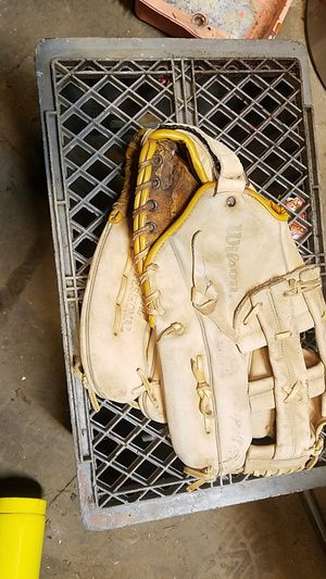 Wilson baseball glove or softball, great shape for Sale in Vancouver, WA