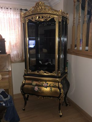 ANTIQUE CURIO Floral Gold and Black for Sale in Burbank, IL