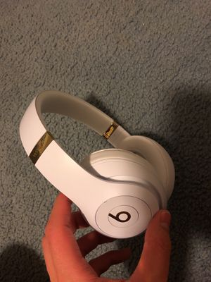 Dr Dre Beat Studios 3 (white/gold) for Sale in Portland, OR