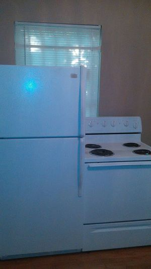Whirlpool refrigerator and stove for Sale in Houston, TX