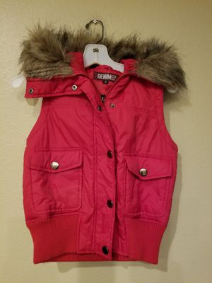 Size Xl red puff vest with fur hoodie for Sale in Ruskin, FL