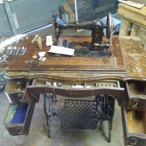 Davis vertical sewing machine for Sale in Parsons, KS