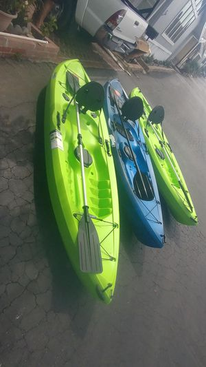 Fishing kayak 10ft. $225 negotiable include paddle for Sale in Long Beach, CA