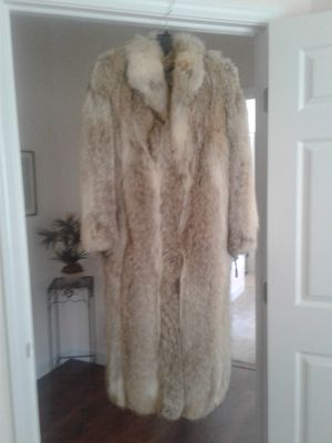 Coyote Fur Coat. Silk lined, purchased at Barth Wind Furriers. for Sale in Grayslake, IL