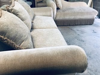 2 seater Sofa And Chaise for Sale in Orlando,  FL