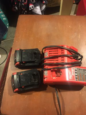2 vaterias y 1 cargador en perfectas condiciones asoló $50 el precio es firme for Sale in Falls Church, VA