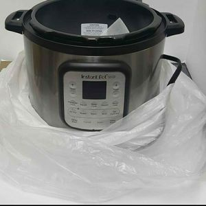 Instant Pot With Air Fryer. 11 Functions Has A Dent On The Side. New And Works Well. for Sale in Glendale, AZ