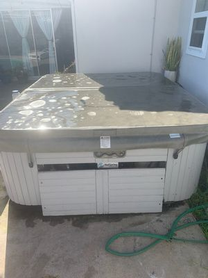 FREE IT Works hot springs 4 person tub. for Sale in Westminster, CA