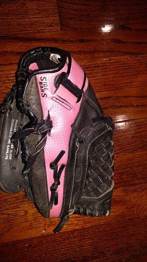 "Mizuno girls softball glove 11"" for Sale in Aurora, CO"