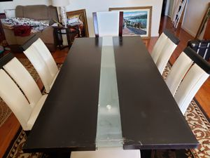 """Kitchen table and chairs 6'4"""" long and 3'4"""" wide for Sale in Fresno, CA"""