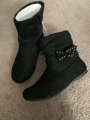Girls boots. Size 5 for Sale in Middleburg Heights, OH