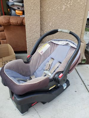 Rear facing car seat and base for Sale in Visalia, CA