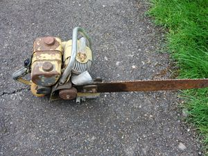 Vintage Clinton Chainsaw for Sale in Tacoma, WA