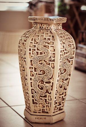 "21"" high Stone decor vase 🏺 AZTEC MÉXICO for Sale in Las Vegas, NV"