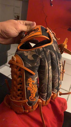 Baseball glove Rawlings for Sale in Miami, FL