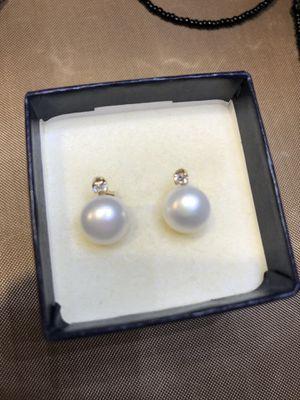 14K real gold diamond pearl stud earrings for Sale in Whittier, CA