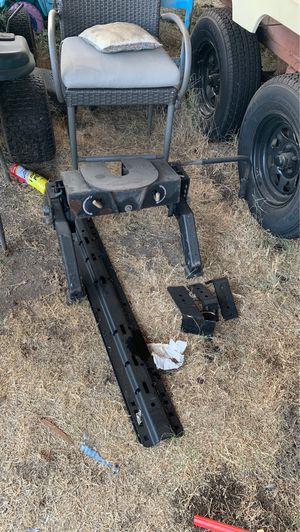 Fifth wheel hitch with rails and Frame support for Sale in City of Industry, CA