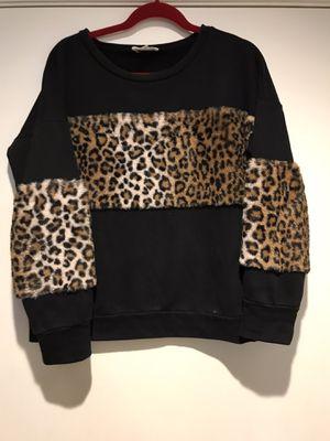 Boutique leopard sweat shirt size medium for Sale in Fresno, CA