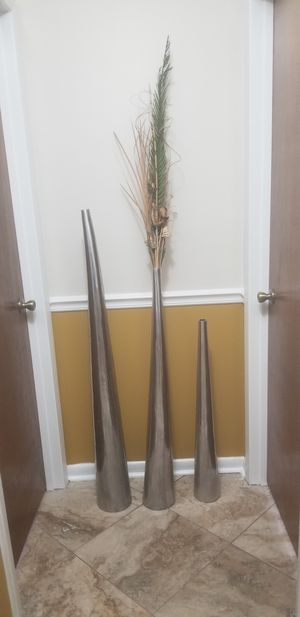Tall Metal Vase, Set of 3 for Sale in Sebring, FL