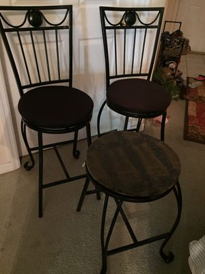 2 bar stools with matching table for Sale in Davenport, FL