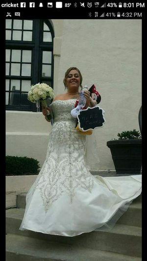 Oleg Cassini Wedding dress for Sale in St. Louis, MO
