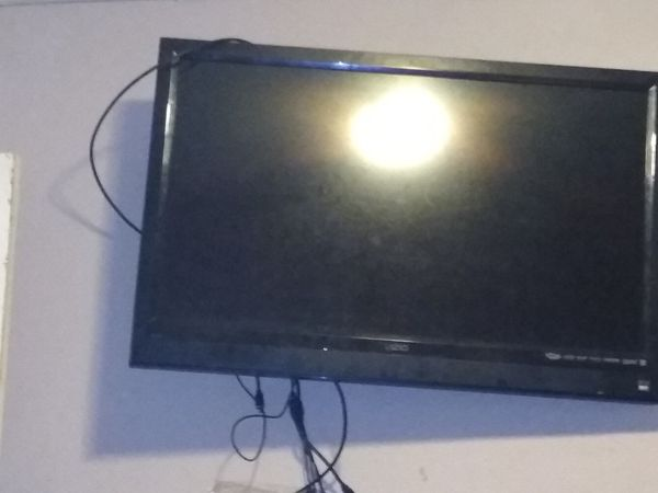 "47"" Vizio flat screen tv w/"