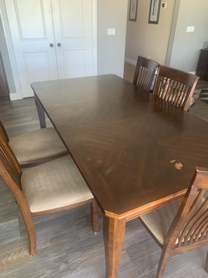 Kitchen table w/ 5 chairs for Sale in Rancho Cucamonga, CA