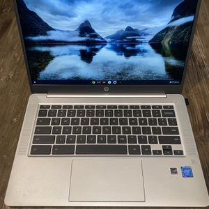 "HP 14"" Chromebook Bundle - Intel Celeron - 1080p - Bonus Sleeve & Wireless Mouse for Sale in Compton, CA"