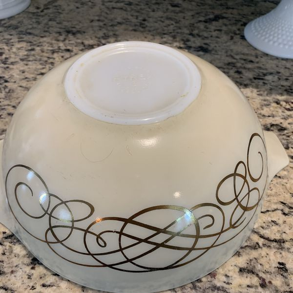 Vintage Pyrex Golden Scroll Bowl (444 Size)