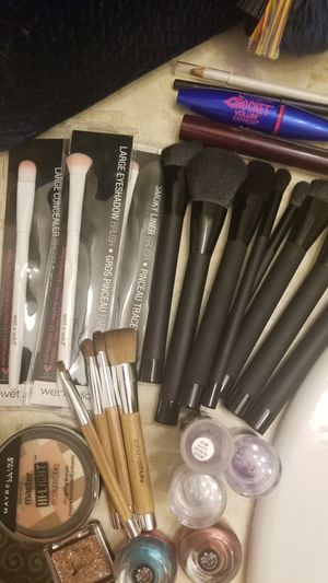 **PRICE IS FIRM**Makeup & Brushes (BUNDLE 4 ALL) for Sale in Tempe, AZ