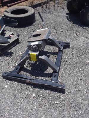 5th wheel hitch. 150.00. OBO for Sale in Denton, TX