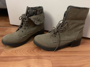 Size 9 combat boots for Sale in Puyallup, WA