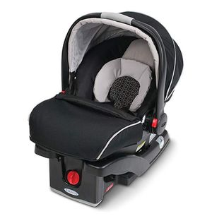 Graco click connect 35 snug ride car seat for Sale in Charlotte, NC