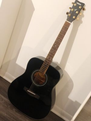 Yamaha F335 Acoustic Guitar Black for Sale in Chicago, IL