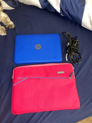 Hp 11' laptop w/sleeve and charger for Sale in Pompano Beach, FL