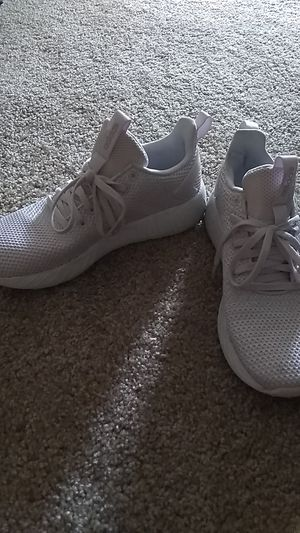 Adidas Questar women size 6.5 for Sale in Las Vegas, NV