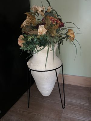 Vase with flowers for Sale in West Valley City, UT