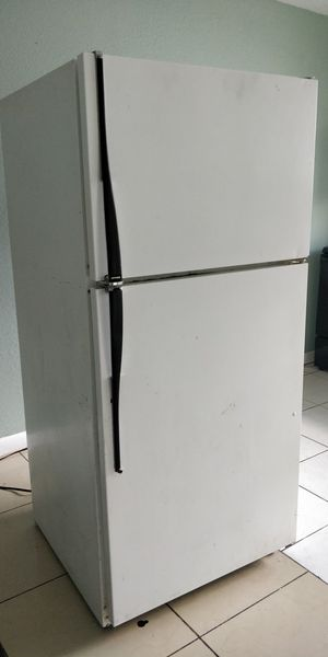 Hotpoint refrigerator for sale only $75 for Sale in Plantation, FL