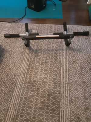 Door frame pull up bar for Sale in Detroit, MI