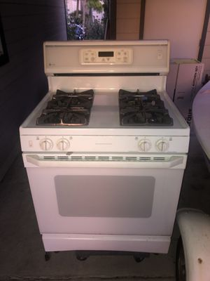 GE gas range oven 4 burners works great for Sale in Renton, WA