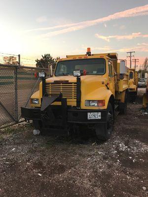 Snowplow 2000 international 4900 Diesel for Sale in Glendale Heights, IL