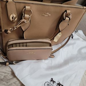 Coach Bag With Wristlet for Sale in Downey, CA