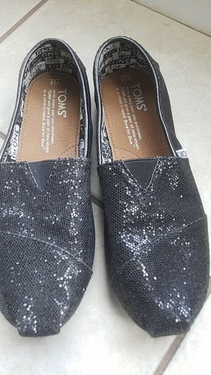 Youth Glitter Toms sz 2.5 for Sale in Blacklick, OH