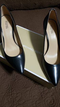 Michael Kors Mid Pump Leather size 7.5 for Sale in Peoria,  IL