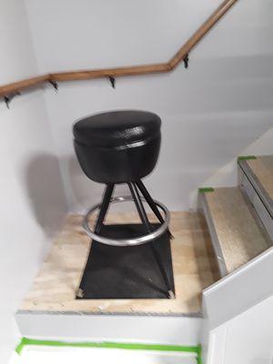 1 swivel bar stool for Sale in Warren, MI
